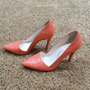 Alice + Olivia Orange Snake Skin Pumps. Size 6